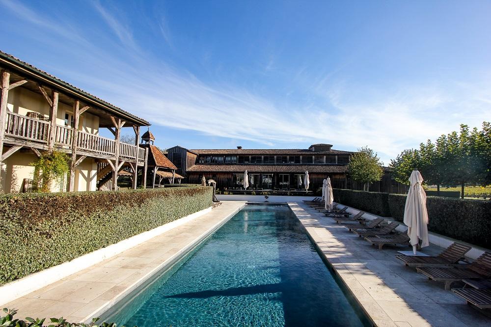 piscine extérieure sources de caudalie
